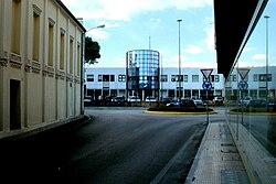 San Fior, piazza Marconi col vecchio cinema e il Municipio.jpg