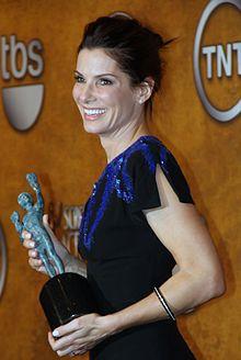 Sandra Bullock con lo Screen Actors Guild Award vinto nel 2010