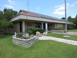 Smithville, Texas - Image: Smithville TX City Hall