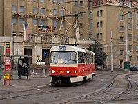 Smyčka Podbaba, Tatra T3SUCS na vnější koleji.jpg