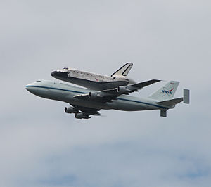 Space Shuttle Discovery over DC - Stierch O.jpg