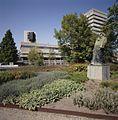 Stadhuis met omgeving, gezien vanaf het standbeeld bij de Dommel - Eindhoven - 20413337 - RCE.jpg