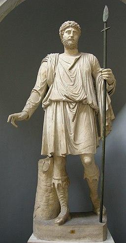Statua di cacciatore, testa non pertinente con ritratto di età antonina inv. 2294