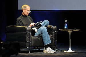 English: Steve Jobs while presenting the iPad ...