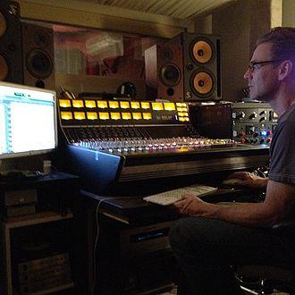 Steve Kravac - Image: Steve Kravac in studio
