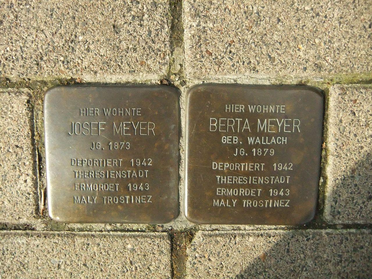Stolpersteine Meyer 1Bielefeld.JPG