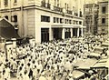 Street scene outside the Calcutta stock exchange in 1945.jpg