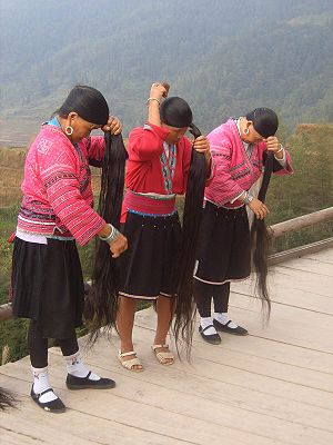 Yao (peuple) women in Ping'an showing their lo...