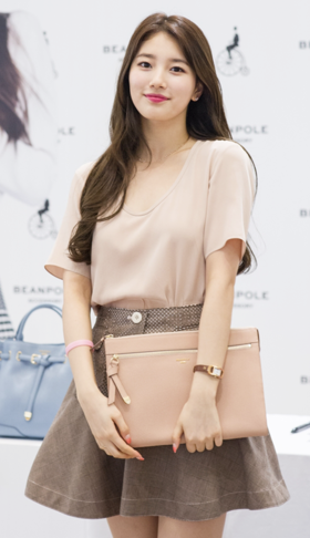 Suzy at a fan meeting for Bean Pole, 15 July 2014 02.PNG
