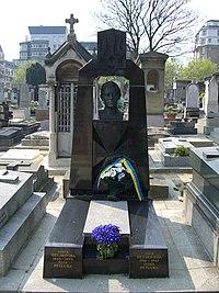 Symon, Olha and Lesia Petlura gravestone.jpg
