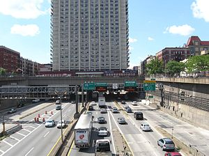Trans-Manhattan Expressway - Road and apartments