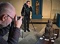 Tallinna Niguliste kirikus fotogramm-meetria ja RTI koolituse osalejad keskaegset puuskulptuuri pildistamas 13.11.2019.jpg