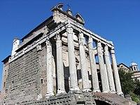Temple d'Antonin et Faustine divinisés.