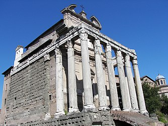 Temple of Antoninus and Faustina (Rome) 3.jpg