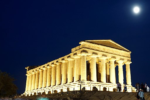 Temple of Concordia in Sicilia at night 04