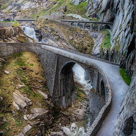 Teufelsbrücke (Sam Ferrara).jpg