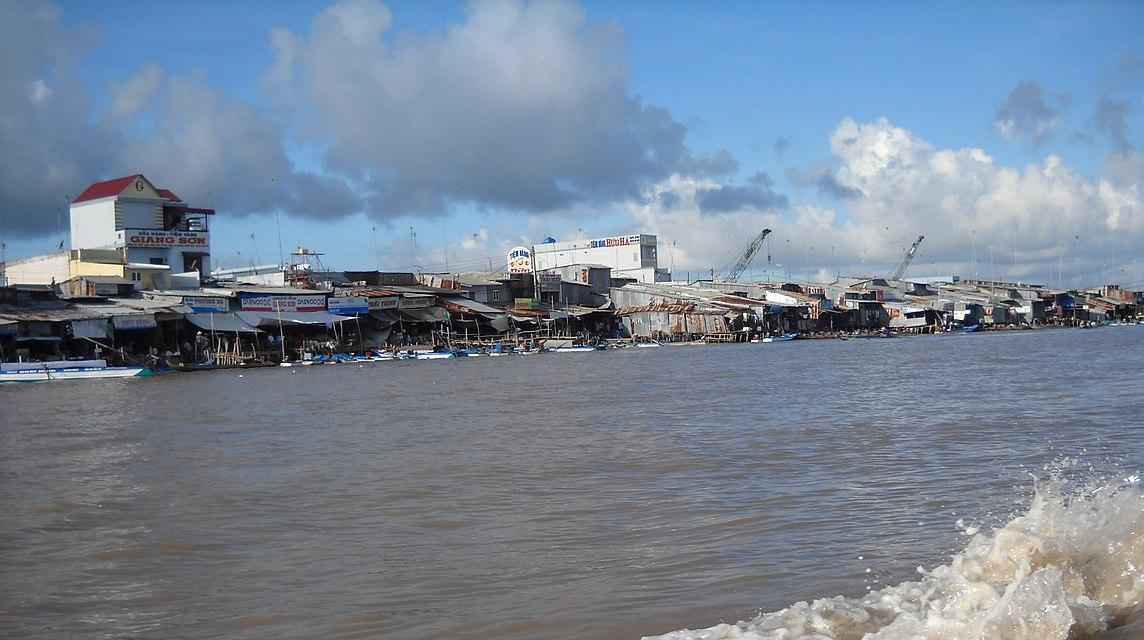 Thị trấn Năm Căn bên sông Cửa Lớn
