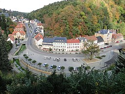 Blick von der Burg ins Schloitzbachtal zum Markt.
