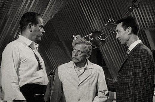 Da sinistra: Douglas Kennedy, Ivan Triesault e James Griffith