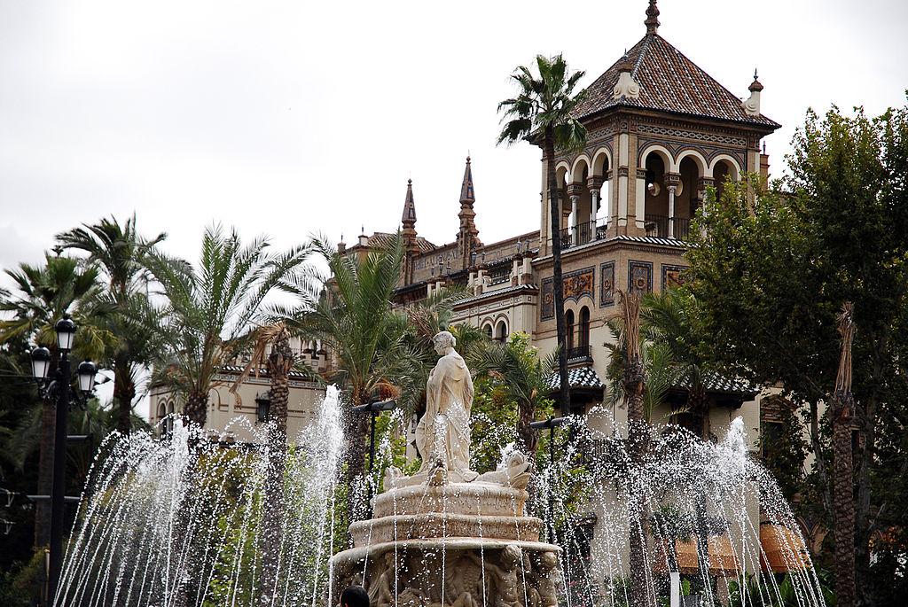 File:The Fuente de Sevilla fountain at the Puerta de Jerez ...