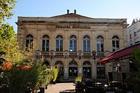 Theater of Cahors with unique facade - panoramio.jpg