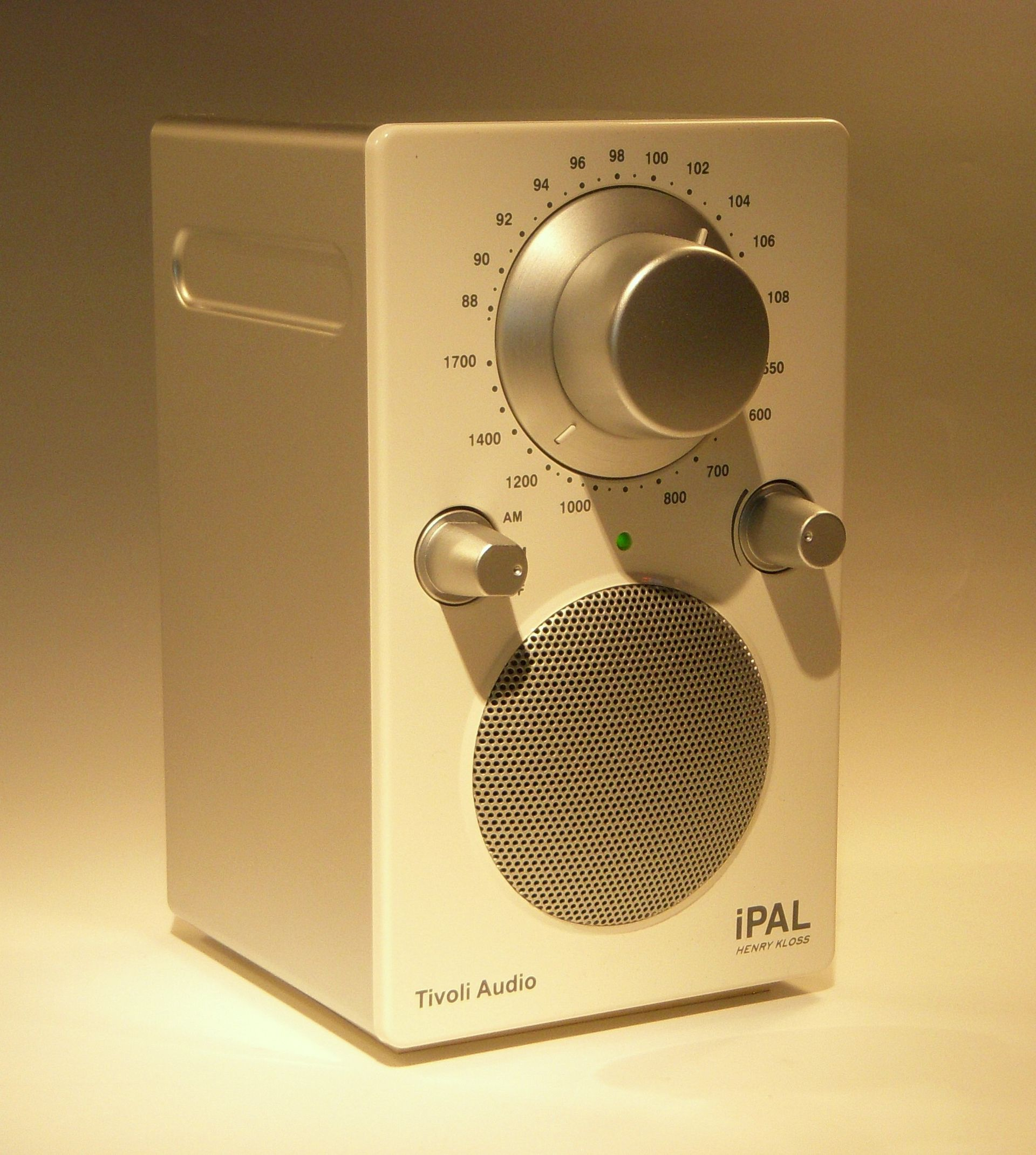 Tivoli Audio on tivoli audio model one am fm table radio
