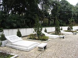 Tomb of Diplomats in Nanjing Chrysanthemum Platform Park 2012-01.JPG