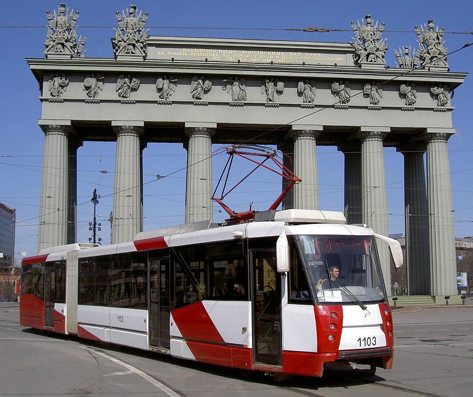 TramMoskovskiyeVorotaSquare2008-04-12-1103c cut