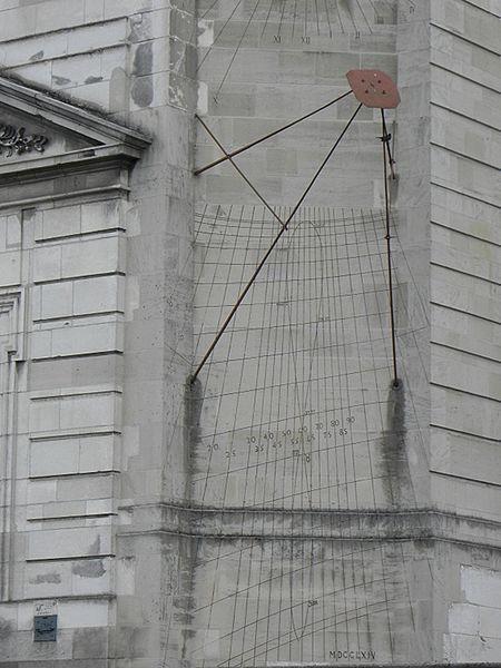 Cadran solaire ornant la façade principale de l'Hôtel-Dieu de Troyes (10).