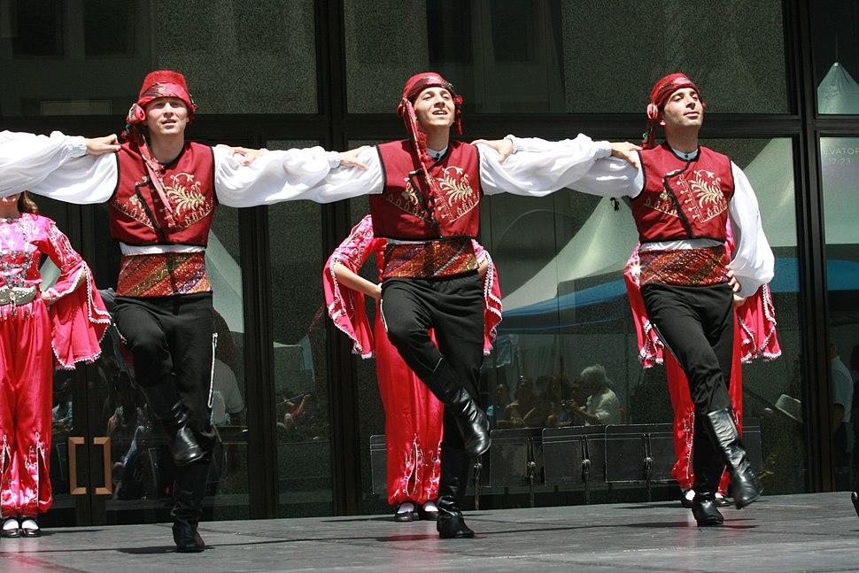 Turkish dancing in Chicago 3