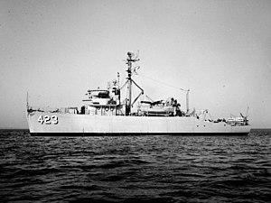 USS Avenge (AM-423) - Image: USS Avenge (MSO 423) at sea in 1954