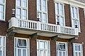 Uitroepbalkon op de eerste verdieping, links van de ingang - Hoogeveen - 20399663 - RCE.jpg