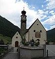 Unser-Frau-im-Schnalstal - Wallfahrtskirche - Außenansicht-nah - Pano.JPG
