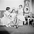 V.l.n.r. Prinses Benedikte, Prinses Anne Marie en Prinses Margrethe op de bank i, Bestanddeelnr 252-8641.jpg