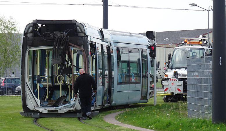 Valenciennes & Anzin - Déraillement de la rame de tramway n° 17 à la sortie du dépôt de Saint-Waast le 11 avril 2014 (103).JPG