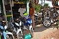 Vendeur de motos 04.jpg