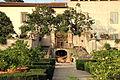 Villa la quiete, giardino, scala a tenaglia 01.JPG