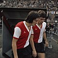 Voetbal (links) Schoenmaker, (rechts) van Hanegem, Bestanddeelnr 254-8955.jpg