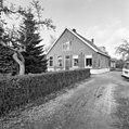 Voor- en zijgevel boerderij met drielichtsvenster - Oudewater - 20376511 - RCE.jpg