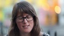 Datei:WIKITONGUES- Elizabeth speaking Cornish.webm