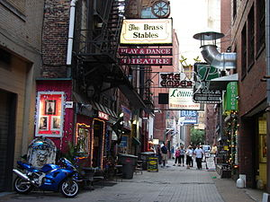 Printer's Alley - Numerous bars, nightclubs, and restaurants occupy Printer's Alley.