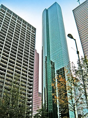 Wells Fargo Bank Plaza, Houston, from base.jpg