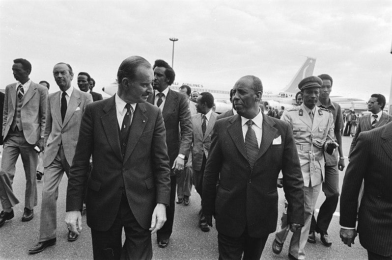 File:Werkbezoek Somalische president Siard Barre, Bestanddeelnr 929-8868.jpg