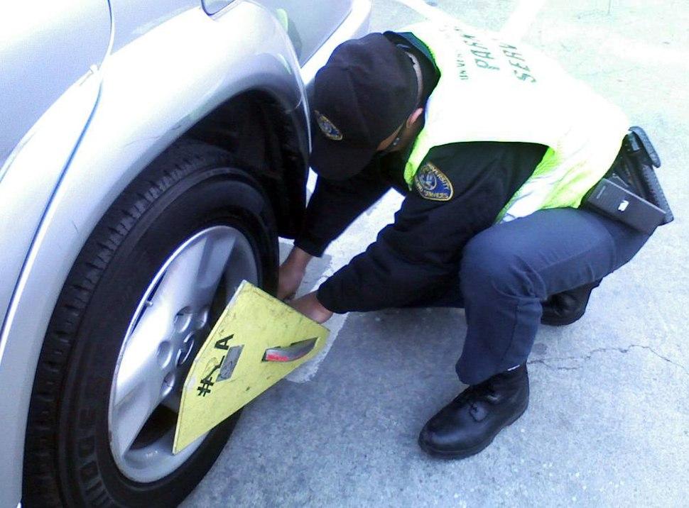 Wheel Clap w Officer