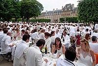 White Diner Paris - Diner en blanc 2012 (7375330096).jpg