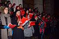 Wien - Gedenkkundgebung 70 Jahre Befreiung von Auschwitz - Chor singt das Dachau-Lied.jpg