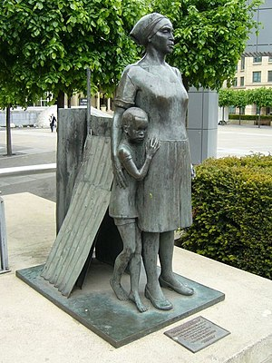 Anne Davidson - Sculpture of Woman And Child in Edinburgh (1986). The statue celebrated the city's stand against the apartheid system in South Africa at the time of the imprisonment of Nelson Mandela and fighting in Soweto township.
