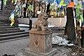 Дацан Гунзэчойней, статуя во дворе.jpg