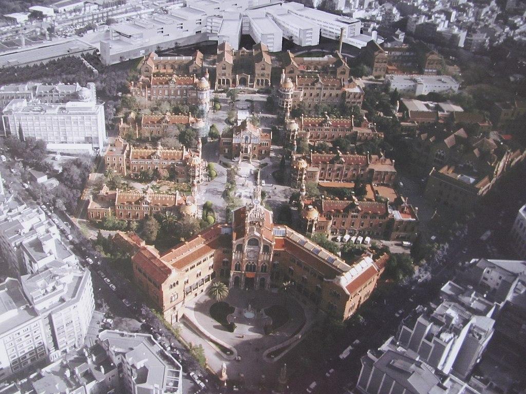 Vue aérienne de l'hôpital de Sant Pau à Barcelone. Image de Książę der Estken
