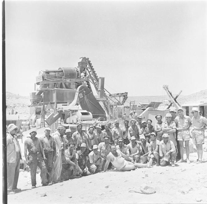 מעצ סוללים כביש לאילת 1957 גנזך המדינה אוסף יהודה איזנשטרק